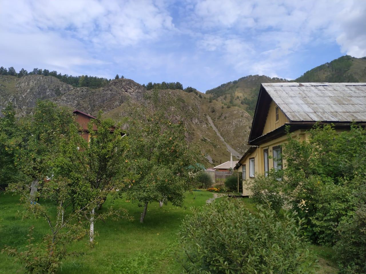 Земельный участок с домом в с. Чемал